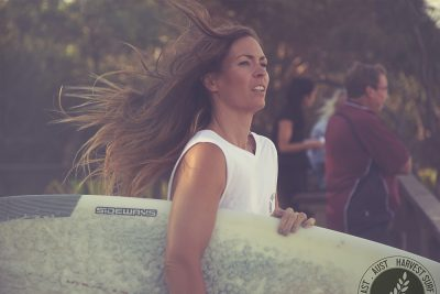 Harvest-tee-girl-surf