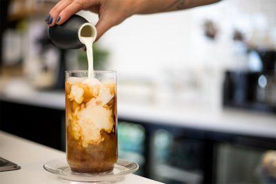 kai_coffee_pour